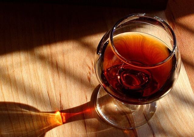 Un vaso de coñac, referencial