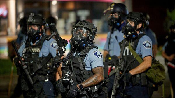 Agentes de Policía en Minneapolis - Sputnik Mundo