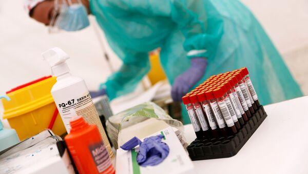 Unas pruebas de coronavirus  - Sputnik Mundo