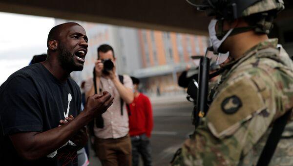 Protestas en Minneapolis tras el asesinato brutal de George Floyd - Sputnik Mundo