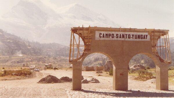 Ruinas del camposanto de la ciudad de Yungay, Perú, aplastada por un aluvión en 1970. - Sputnik Mundo