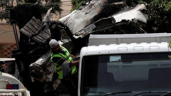 Restos del avión A320 estrellado en Karachi - Sputnik Mundo