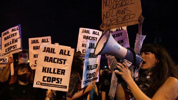 Protestas en Minnesota por la muerte de George Floyd, el 29 de mayo - Sputnik Mundo