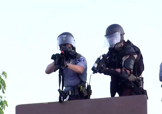 Policía estadounidense en Minneapolis