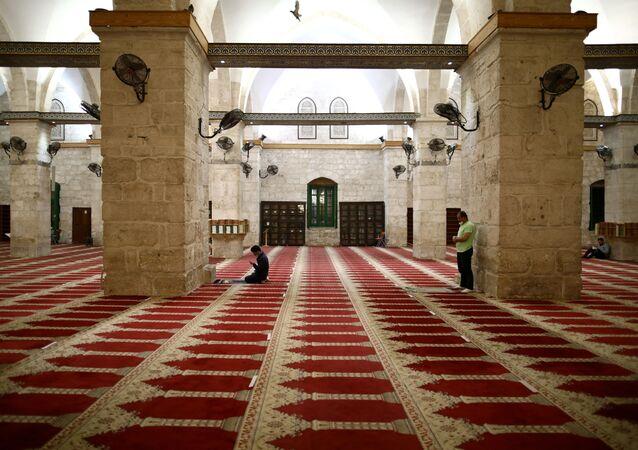 Interior de la mezquita de Al Aqsa
