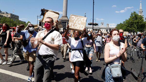 Protestas en Londres por la muerte de George Floyd - Sputnik Mundo