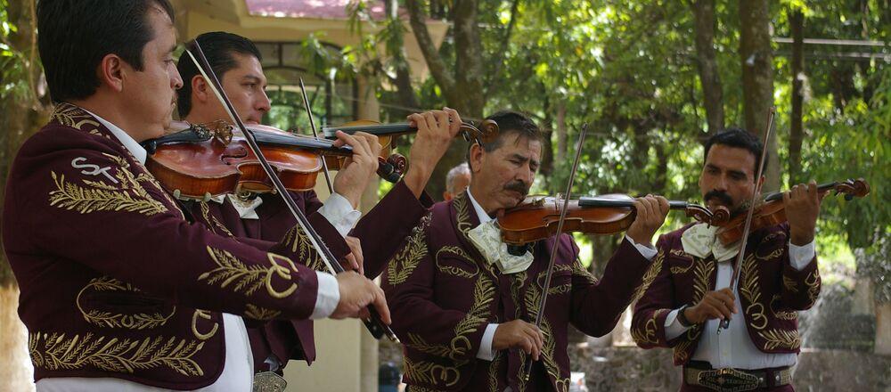 Una banda de mariachis
