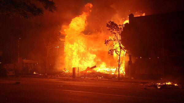 Incendio en una calle en Minneapolis - Sputnik Mundo