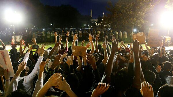 Protestas cerca de la Casa Blanca en Washington - Sputnik Mundo