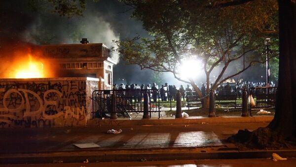 Las protestas y los disturbios desatados en Washington por la muerte del afroamericano George Floyd - Sputnik Mundo