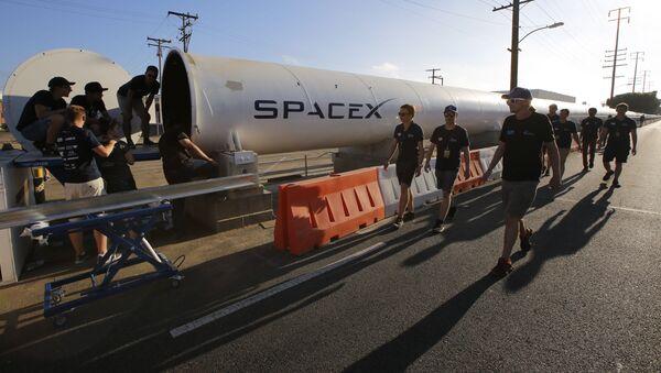 El creador del concepto de Hyperloop, Elon Musk llega a la II Competición de Pods de Hyperloop en California - Sputnik Mundo