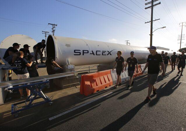El creador del concepto de Hyperloop, Elon Musk llega a la II Competición de Pods de Hyperloop en California