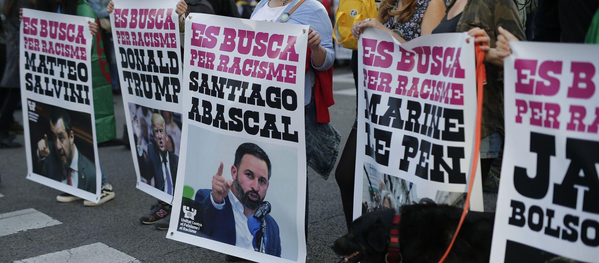 Carteles de una protesta contra el racismo en Barcelona  - Sputnik Mundo, 1920, 16.06.2020
