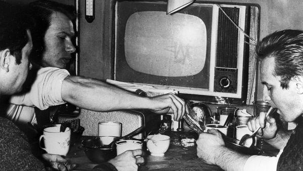 Manóvtsev, Bozhko y Ulibíshev, participantes de un experimento de aislamiento extremo llevado a cabo en la URSS - Sputnik Mundo