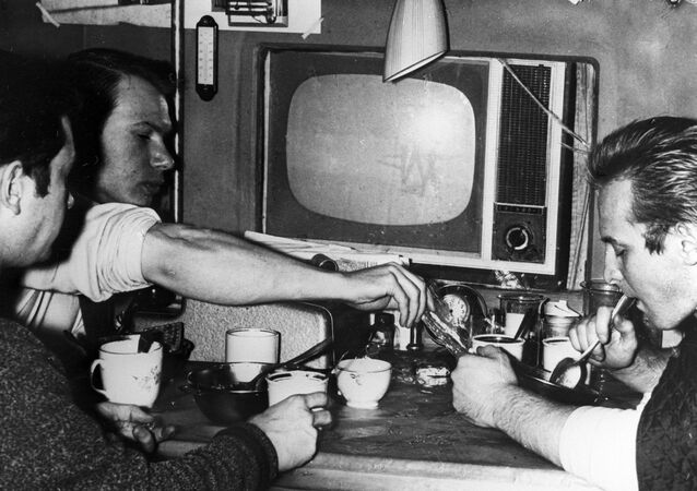 Manóvtsev, Bozhko y Ulibíshev, participantes de un experimento de aislamiento extremo llevado a cabo en la URSS