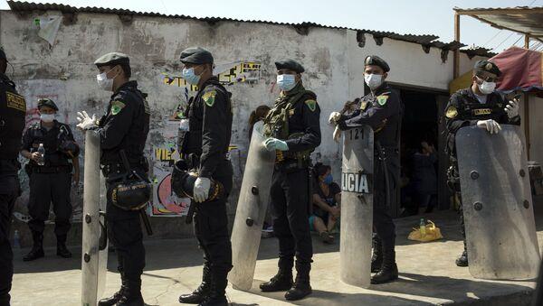 Policías en Perú - Sputnik Mundo
