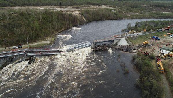 Un puente se desploma en Múrmansk, Rusia - Sputnik Mundo
