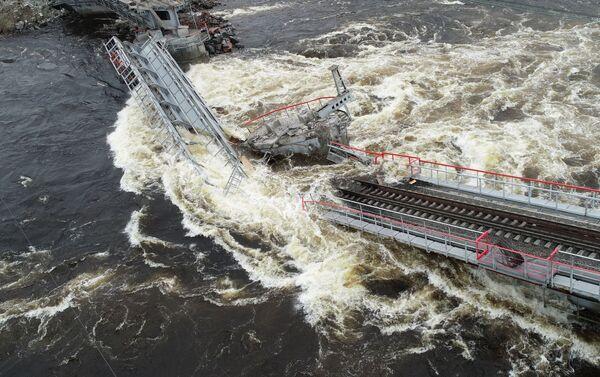 El derrumbe del puente en Múrmansk, Rusia - Sputnik Mundo