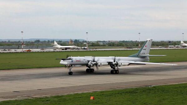 Así rompen la defensa antiaérea los bombarderos Tu-95MS - Sputnik Mundo