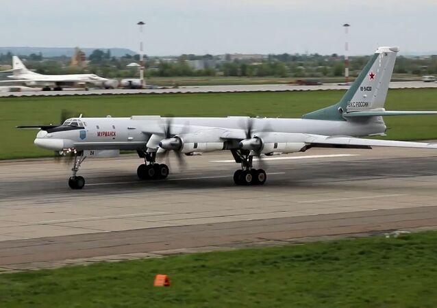 Así rompen la defensa antiaérea los bombarderos Tu-95MS