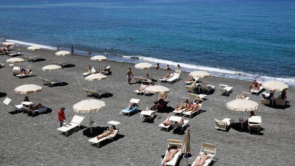 Una playa en Sicilia, Italia - Sputnik Mundo