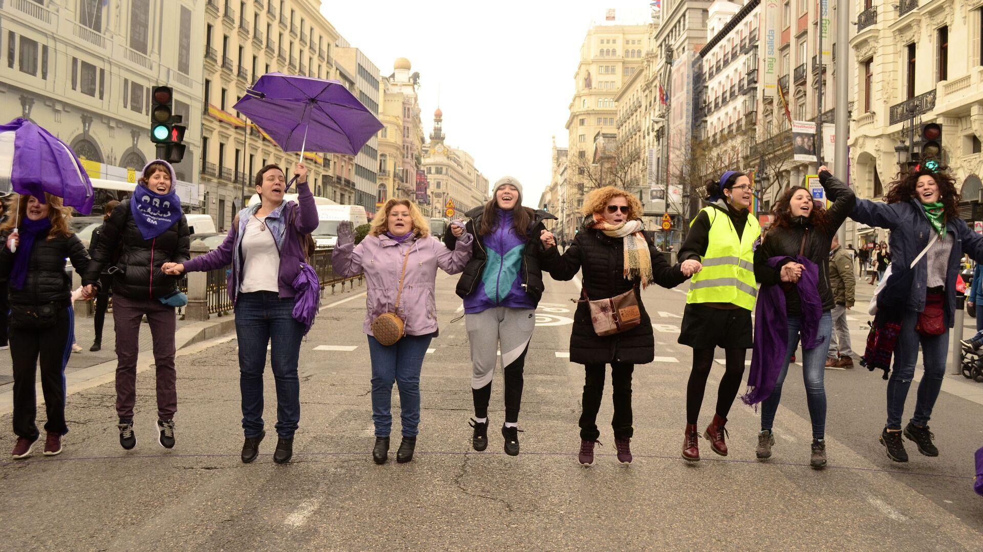 Manifestación de mujeres feministas en Madrid - Sputnik Mundo, 1920, 25.03.2021