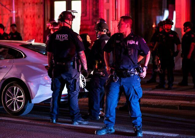 Policía durante las protestas en Nueva York por el asesinato de George Floyd