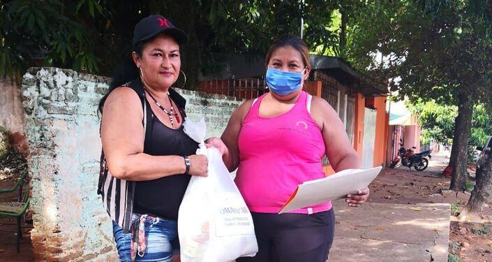 Reparto de canastas por trabajadoras sexuales de la RedTraSex en Paraguay