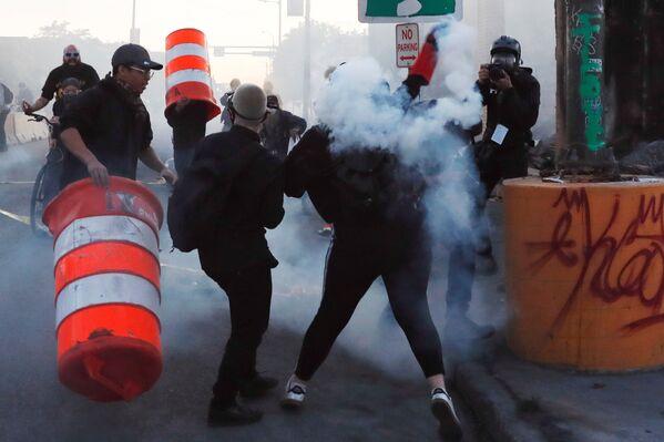 Protestas en EEUU: los periodistas, en primera la línea de batalla - Sputnik Mundo