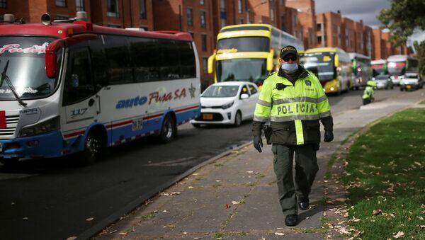 Un agente de Policía en Bogotá - Sputnik Mundo