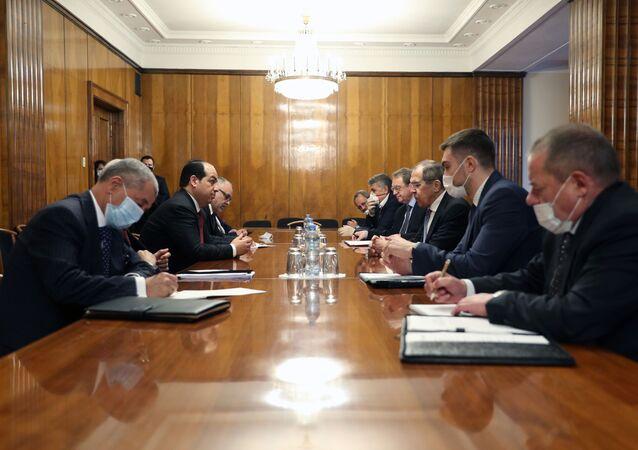 Una delegación del Gobierno de Trípoli se reúne con Serguéi Lavrov en Moscú