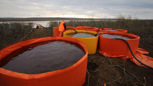 Consecuencias del derrame de combustible en Norilsk - Sputnik Mundo