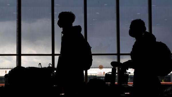 Los pasajeros en el aeropuerto de Sheremétievo  - Sputnik Mundo