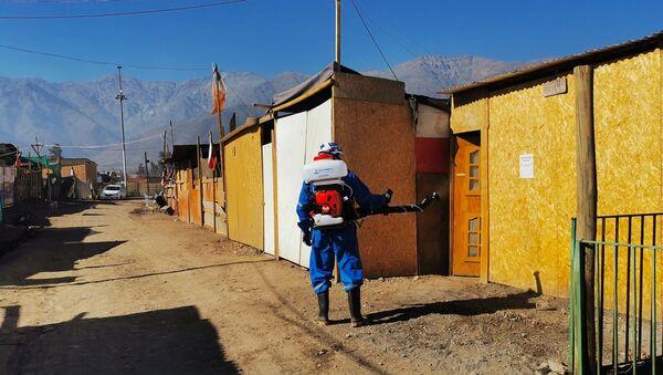 Empresa Fullsan realizando tareas de desinfección en Chile - Sputnik Mundo