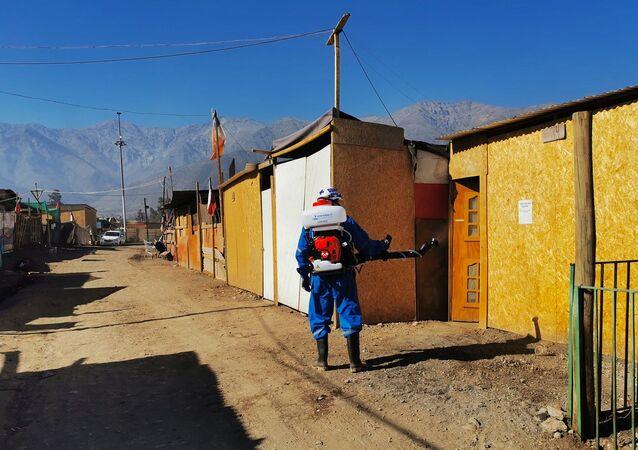 Empresa Fullsan realizando tareas de desinfección en Chile