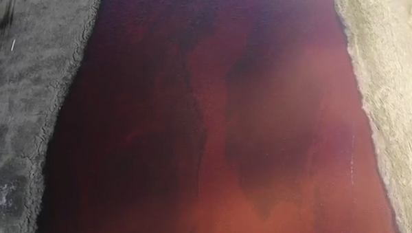 Así se ve el sitio del derrame de combustible en Norilsk  - Sputnik Mundo