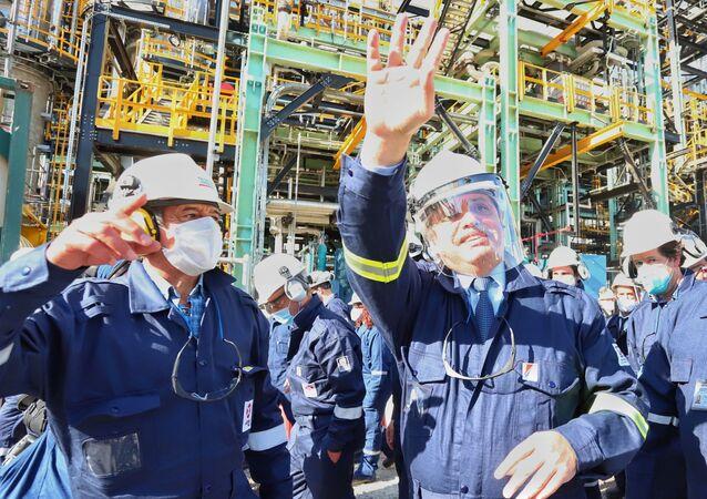 Alberto Fernández, presidente de Argentina, en la inauguración de la primera planta refinadora de diésel premium del país