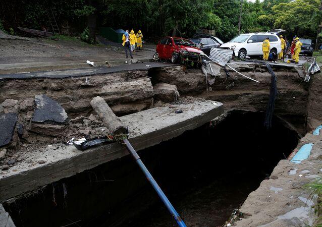 Deslaves, inundaciones y destrozos en El Salvador por tormenta tropical Amanda
