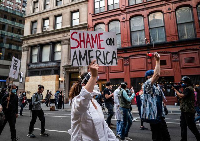 Masiva protesta en Nueva York contra el racismo y la brutalidad policial