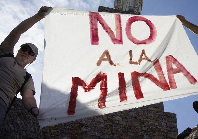 Cacereños protestan contra la explotación de la mina San José Valdeflórez