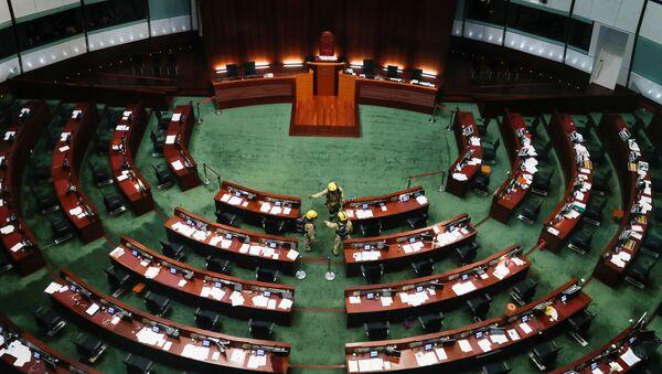 Bomberos revisan el edificio del Consejo Legislativo de Hong Kong - Sputnik Mundo