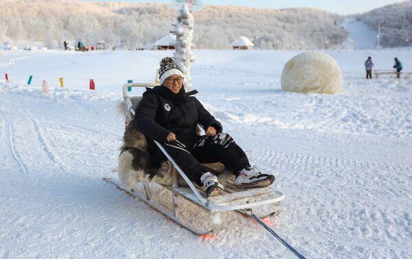 Un turista chino en el Ártico ruso - Sputnik Mundo