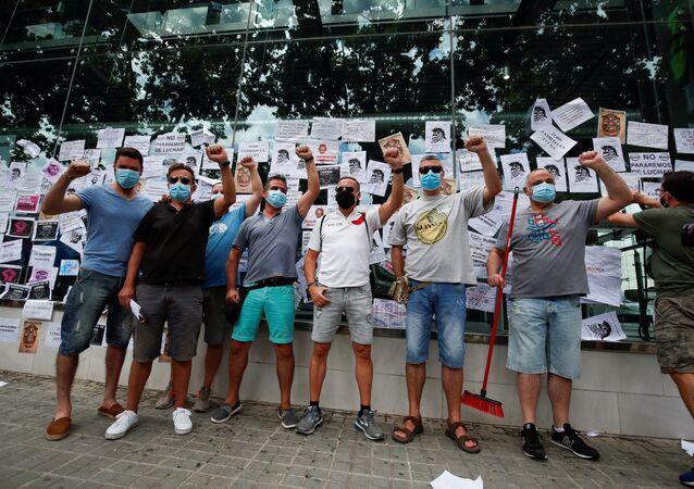 Trabajadores de Nissan protestan contra el cierra de la Zona Franca en Barcelona