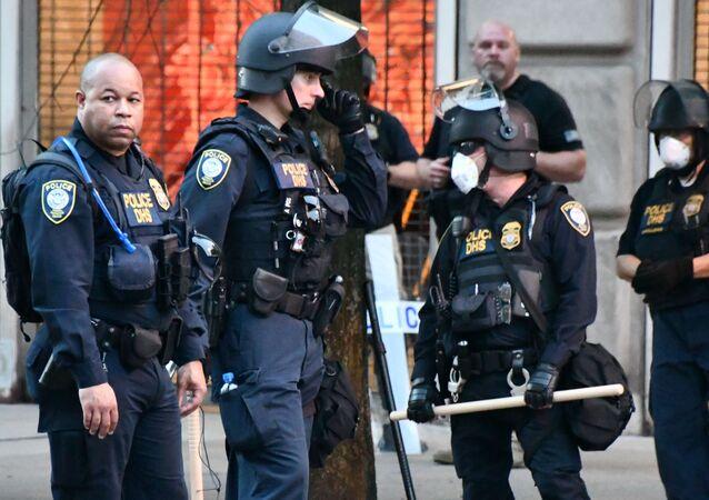 Policía durante las portestas en EEUU