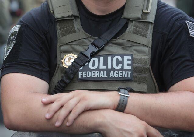 Un agente de la Policía Federal de EEUU