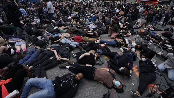Protesta en Nueva York por la muerte de George Floyd - Sputnik Mundo
