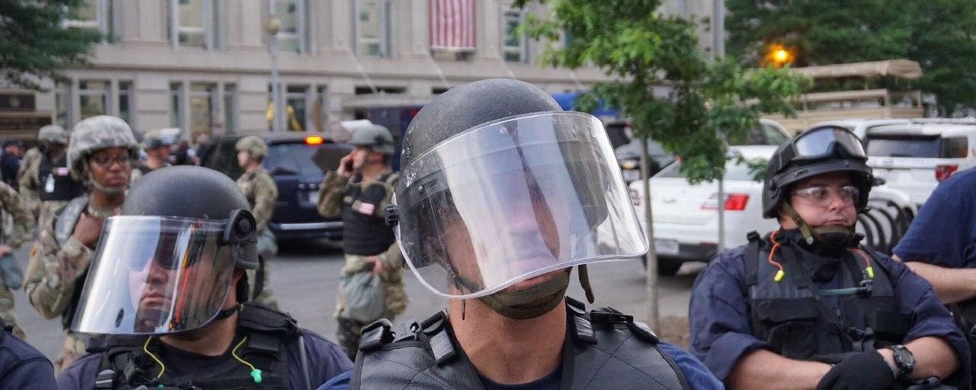 Policía durante las protestas en Washington, EEUU - Sputnik Mundo, 1920, 13.05.2021