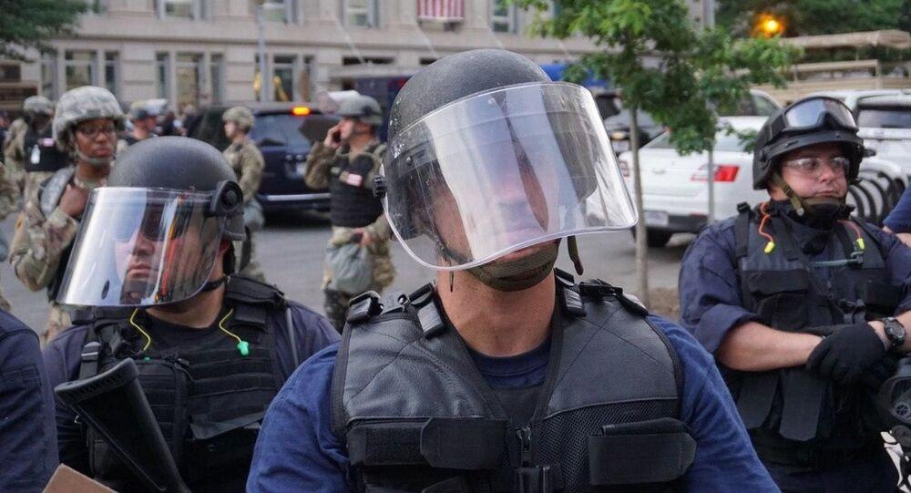 Policía durante las protestas en Washington, EEUU
