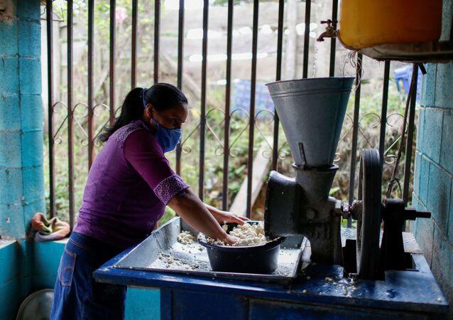Una mujer salvadoreña (imagen referencial)