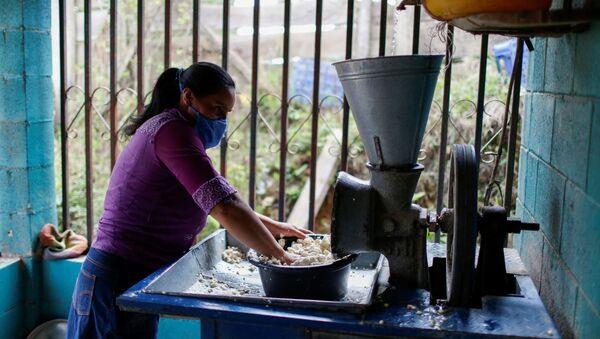 Una mujer salvadoreña (imagen referencial) - Sputnik Mundo
